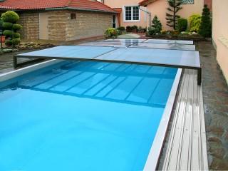 hráči v bazénu s nízkou prioritou